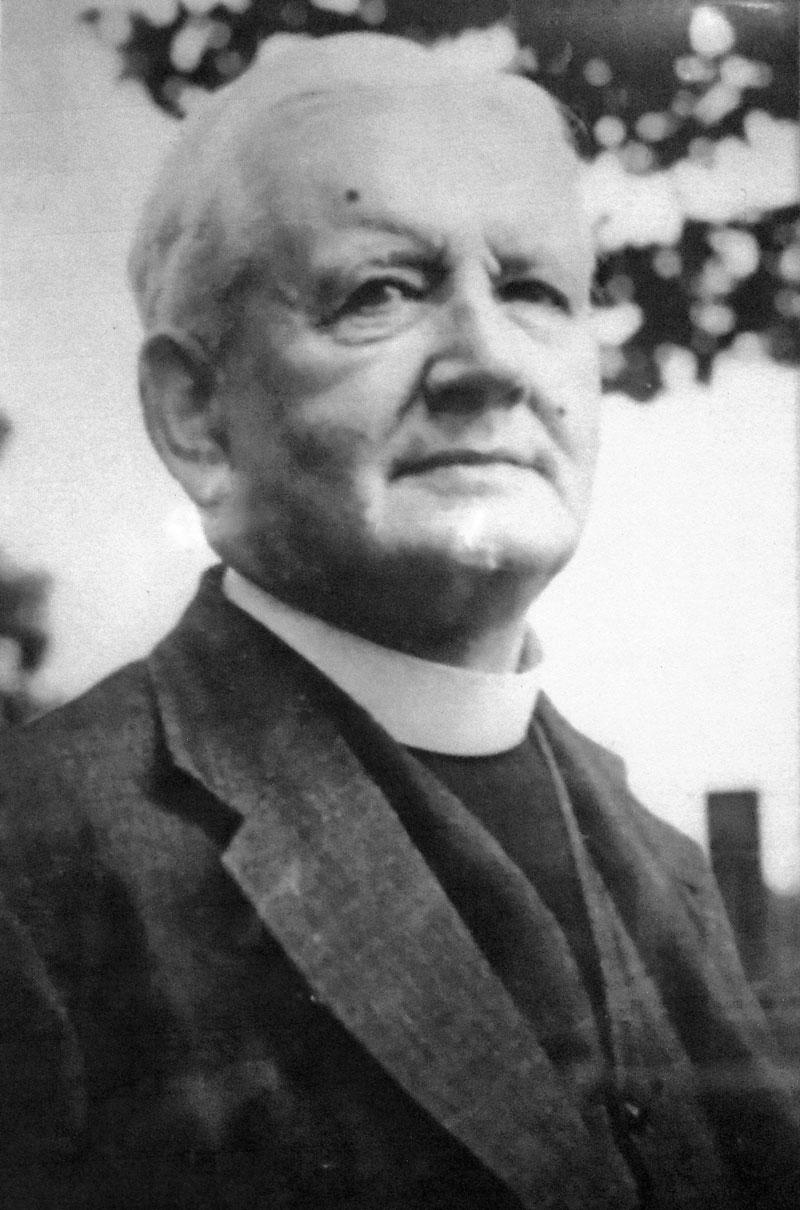 Picture-8-Rev-Angelo-Raine